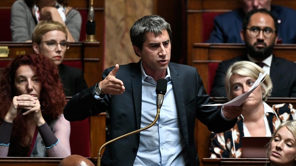 Le député apparenté LFI François Ruffin prenant la parole à l'Assemblée nationale à Paris le 1er octobre 2019