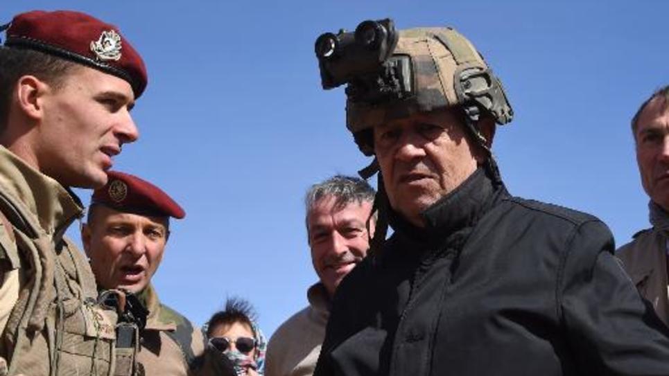 Le ministre français de la Défense Jean-Yves Le Drian à Madama le 1er janvier 2015
