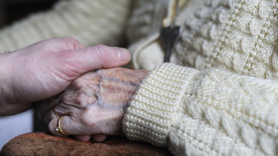 Les aidants qui soutiennent un proche âgé, malade ou handicapé, pourront bénéficier d'un congé de trois mois indemnisé: l'Assemblée nationale a approuvé à l'unanimité cette mesure qui doit entrer en vigueur en octobre 2020