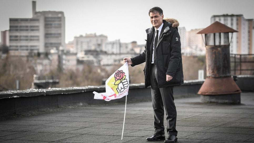 Le secrétaire général du Parti socialiste Olivier Faure sur le toit du nouveau siège du parti, le 8 janvier 2019 à Ivry-sur-Seine