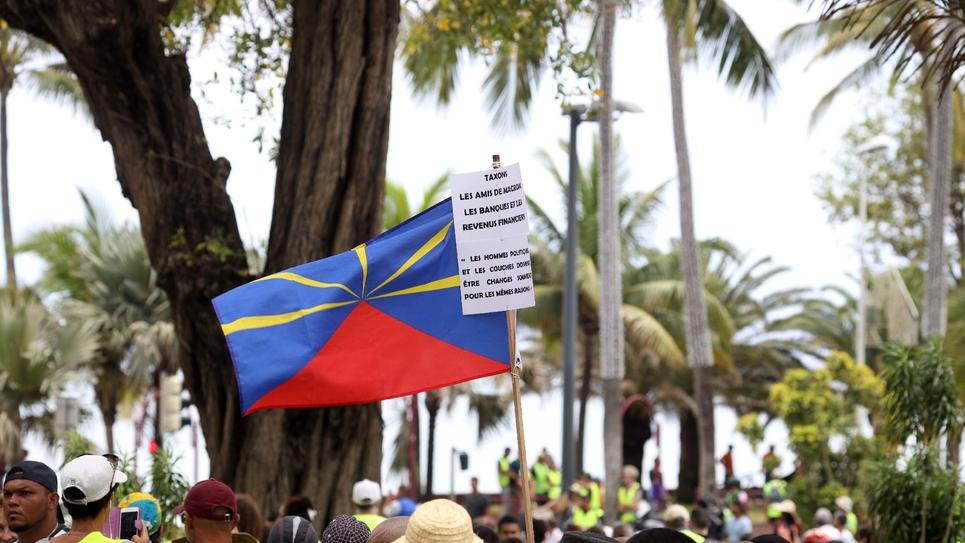 """Un rassemblement de """"gilets jaunes"""" à Saint-Denis de la Réunion, le 24 novembre 2018"""