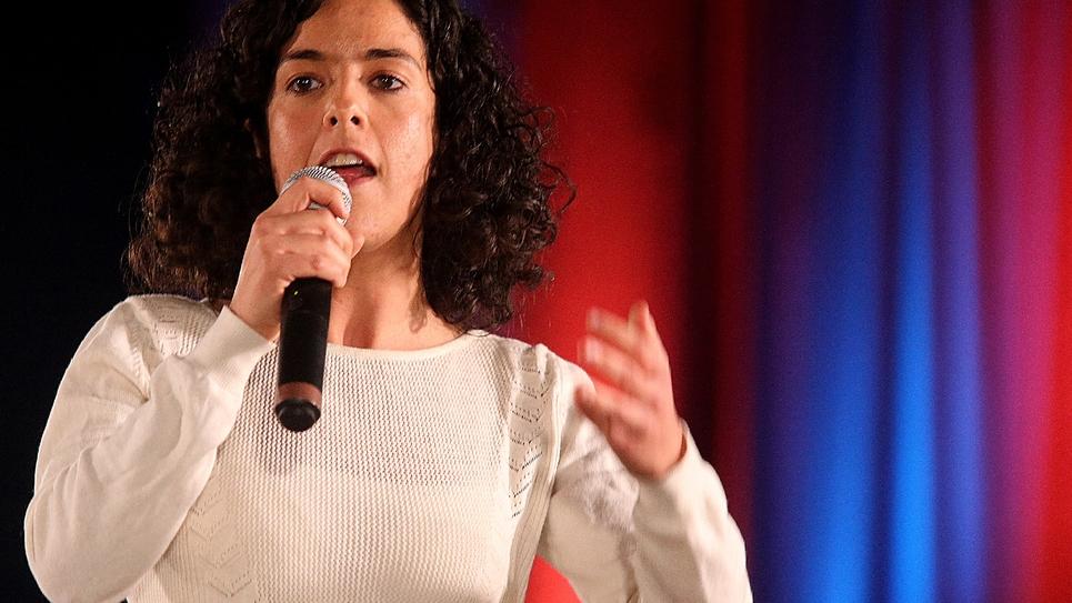 Manon Aubry, tête de liste LFI aux élections européennes, en meeting à Saint-Juliens-les-Villas le 28 février 2019