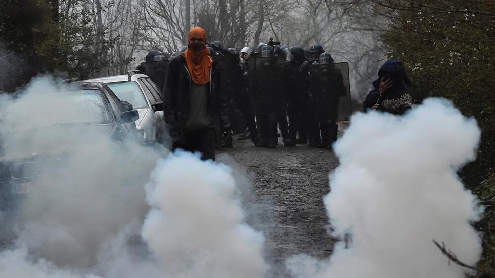 Affrontements entre zadistes et forces de l'ordre à  Notre-Dame-des-Landes, le 9 avril 2018