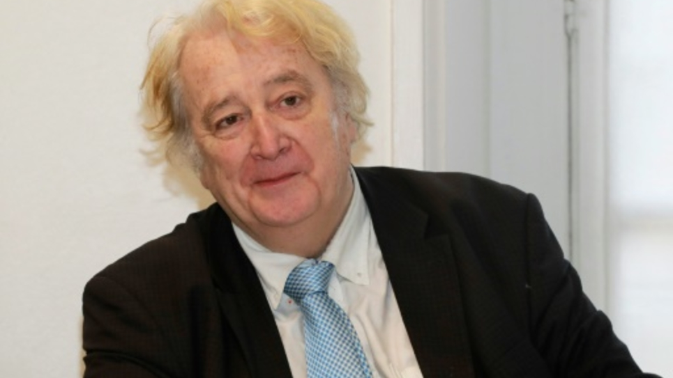 Francois Korber de l'association Robin des Lois lors d'une conférence de presse à l'Assemblée nationale à Paris le 9 novembre 2016