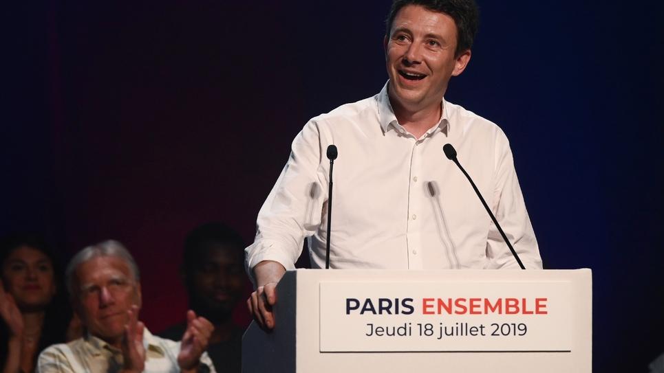 Benjamin Griveaux, le candidat investi par La République en Marche pour la course à la Mairie de Paris, s'exprime durant son 1er meeting de campagne, le 18 juillet 2019 dans la capitale