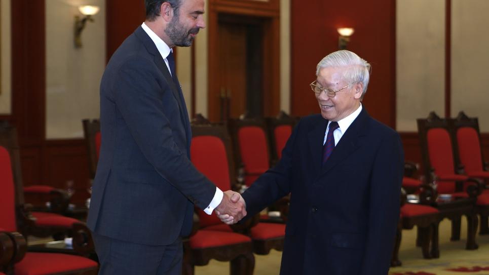 Le Premier ministre français Édouard Philippe et le président vietnamien Nguyen Phu Trong à Hanoï, le 2 novembre 2018