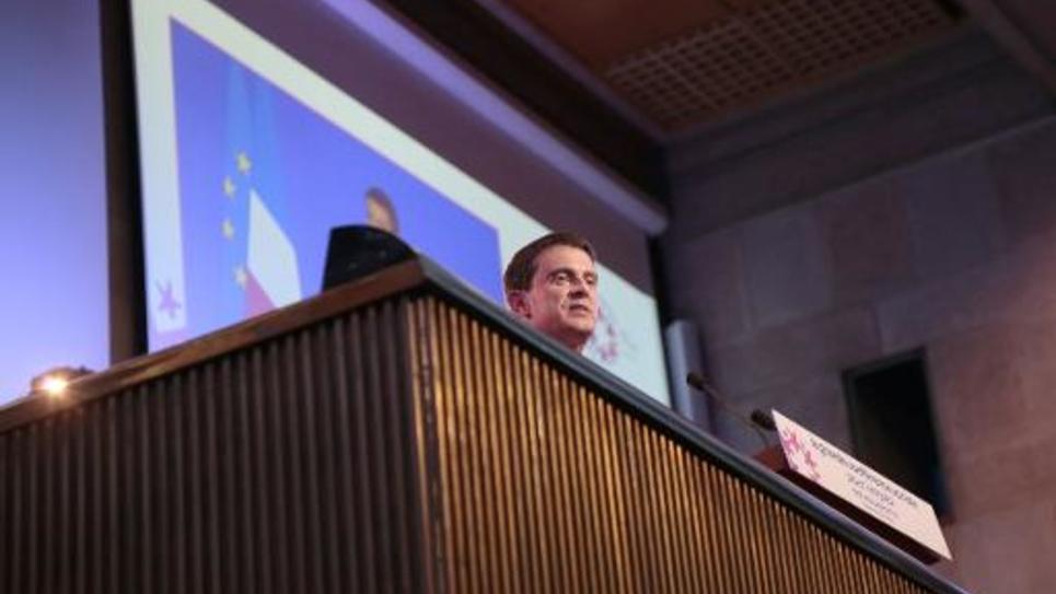 Le Premier ministre Manuel Valls lors du discours de clôture de la 3e conférence sociale, à Paris, le 8 juillet 2014