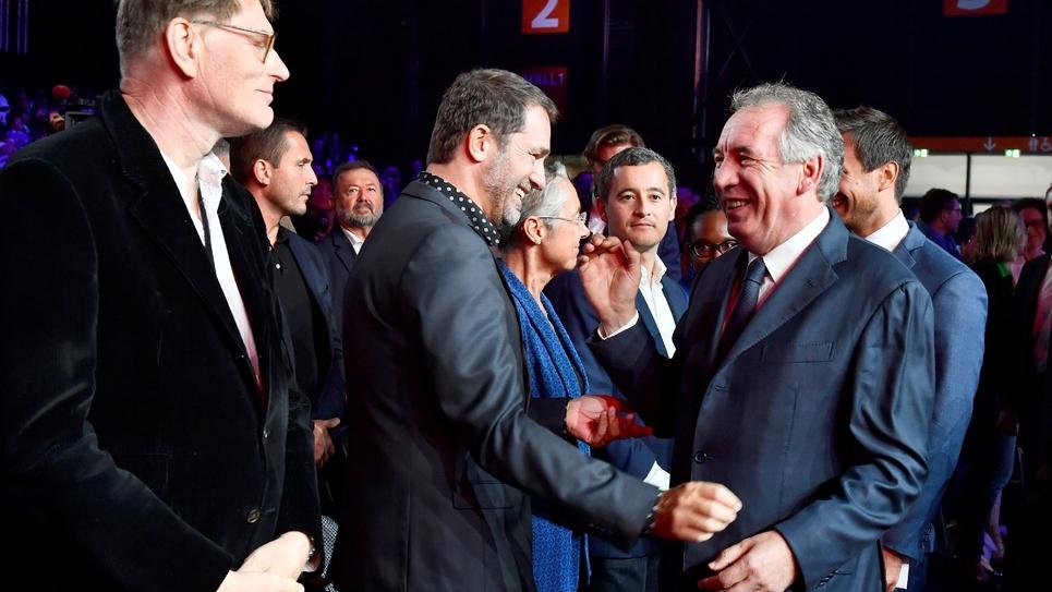 Le président du MoDem François Bayrou (D) salue le ministre de l'Intérieur Christophe Castaner lors du Campus des territoires de LREM, le 8 septembre 2019 à Bordeaux