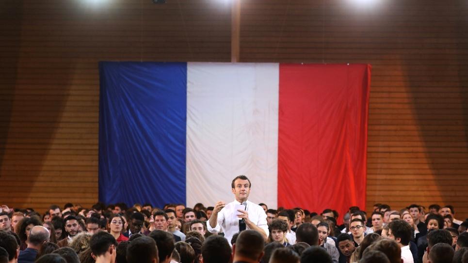 Le président Emmanuel Macron parle au cours du'une réunion du grand débat national à Étang-sur-Arroux (Saône-et-Loire) le 7 février 2019