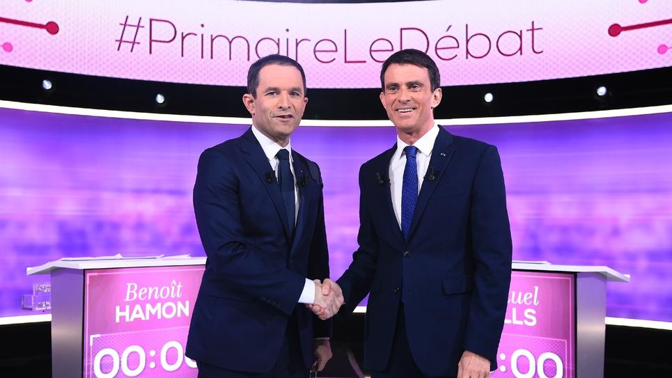Benoît Hamon et Manuel Valls sur le plateau du débat à La Plaine-Saint-Denis, 25 janvier 2017