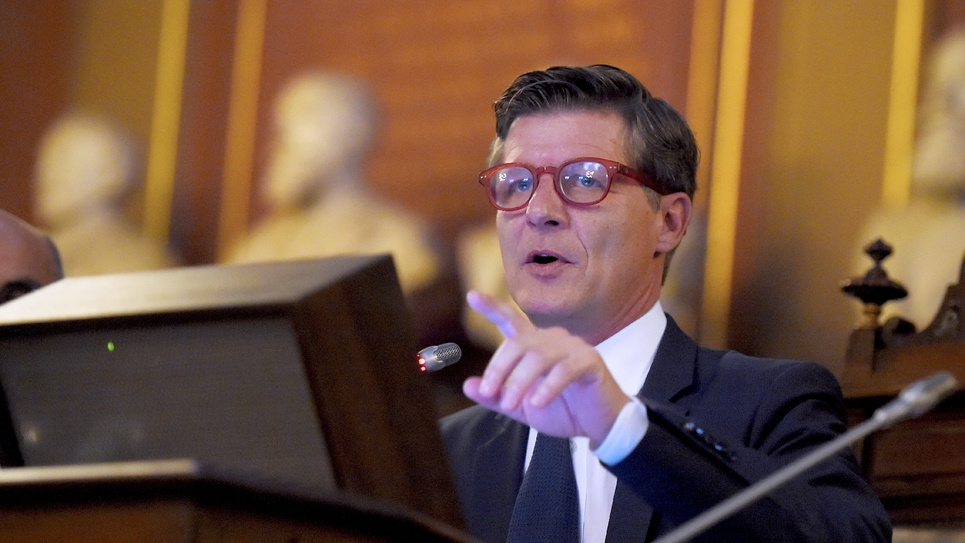Le maire de Bordeaux Nicolas Florian, dans sa mairie, le 7 mars 2019