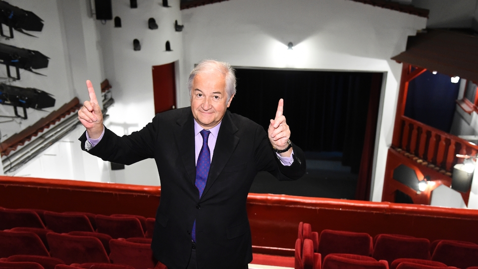 Jacques Mailhot, directeur des Deux Anes, dans son cabaret le 20 octobre 206 à Paris