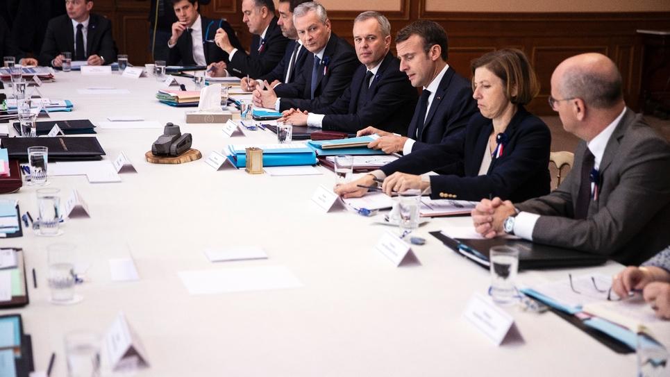 Le président Emmanuel Macron (3e d) tient un Conseil des ministres à la préfecture de Charleville-Mézières, le 7 novembre 2018 dans les Ardennes