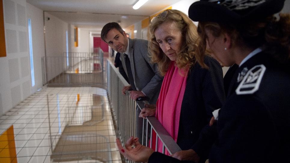 Nicole Belloubet (C) vsite la prison des Baumettes à Marseille le 26 octobre 2018