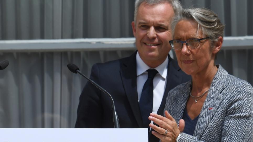 Elisabeth Borne et François de Rugy lors de la passation de pouvoir, le 17 juillet 2019 à Paris