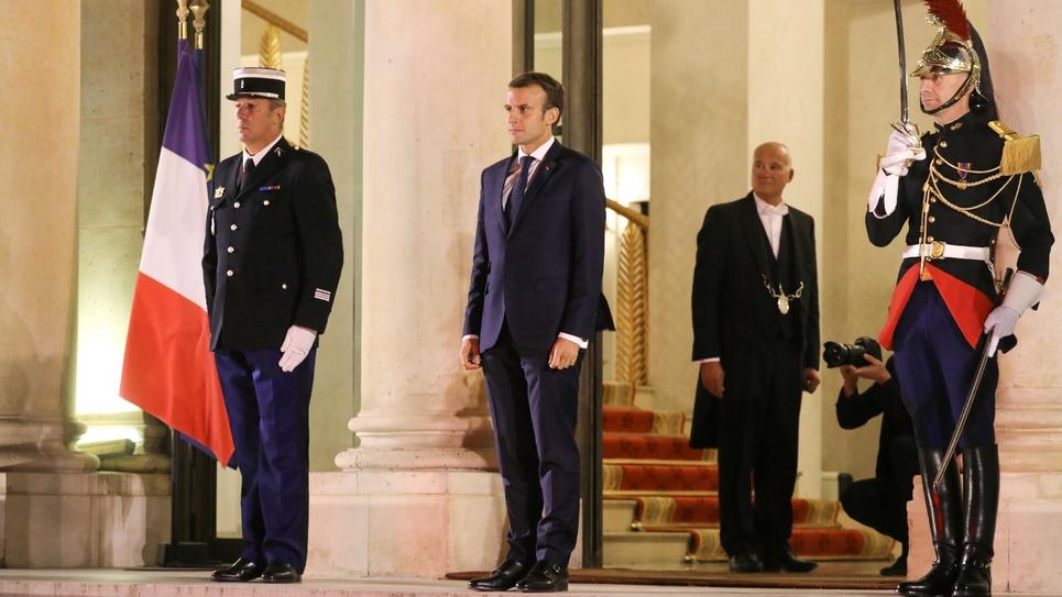 Emmanuel Macron à l'entrée de l'Élysée, avant de rencontrer le Premier ministre éthiopien, le 29 octobre 2018