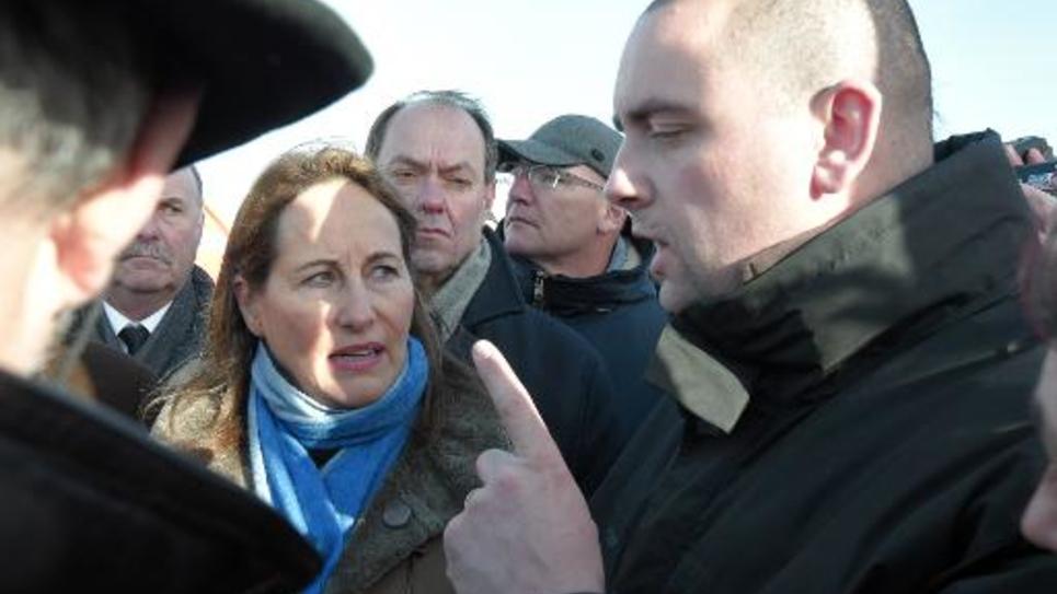 Ségolène Royal et un représentant  CFDT des salariés d'AIM le 22 février 2015 au Mont-Saint-Michel