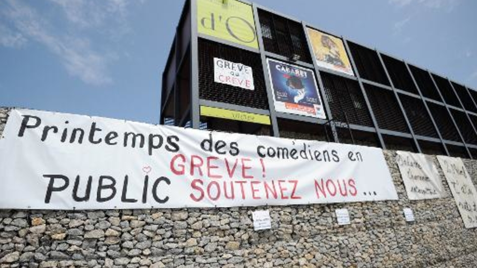 """Les intermittents du spectacle en assemblée générale, le 6 juin 2014, en grève au """"Domaine d'O"""" à Montpellier"""