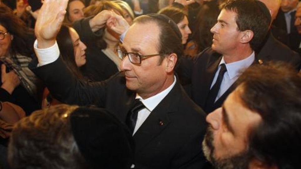 François Hollande et Manuel Valls à la sortie de la grande synagogue le 11 janvier 2015 à Paris