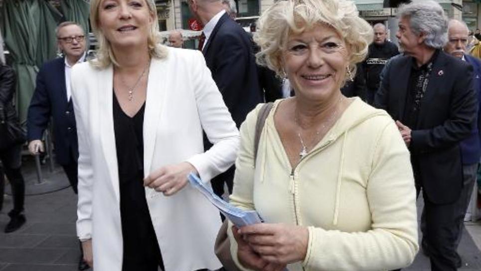 La présidente du FN Marine Le Pen (L) et l'élue municipale de Nice Marie-Christine Arnautu (d) à Nice le 19 mars 2014