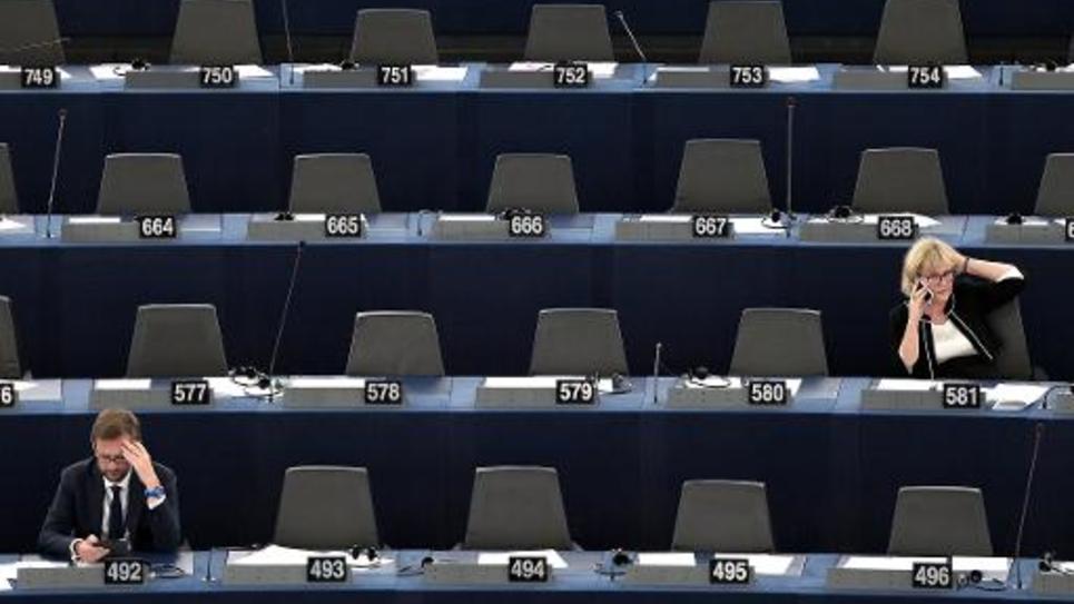Le député européen (UMP) Jérôme Lavrilleux (en bas à gauche) et sa collègue Nadine Morano, à l'ouverture de la session du Parlement européen, le 1er juillet 2014 à Strasbourg