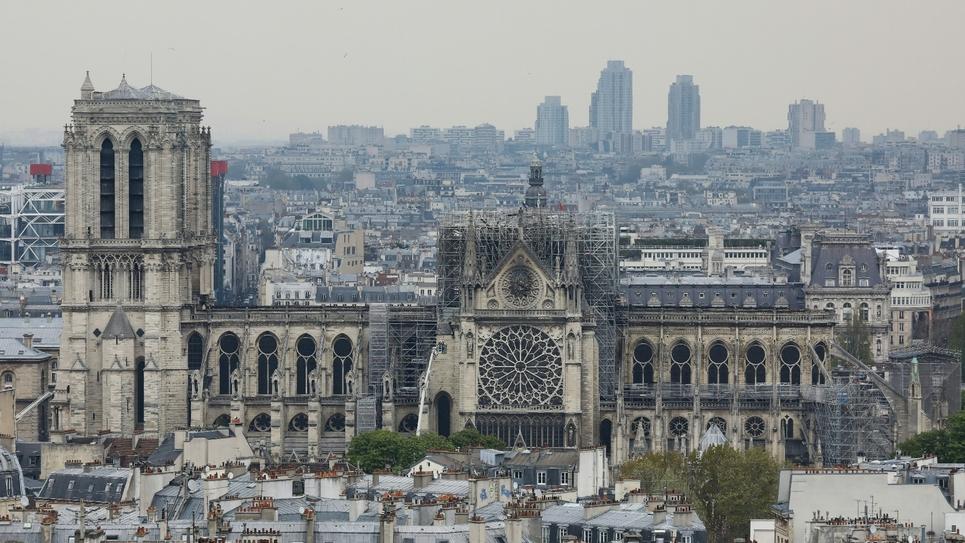 Vue de Notre-Dame de Paris au lendemain de l'incendie, le 16 avril 1019