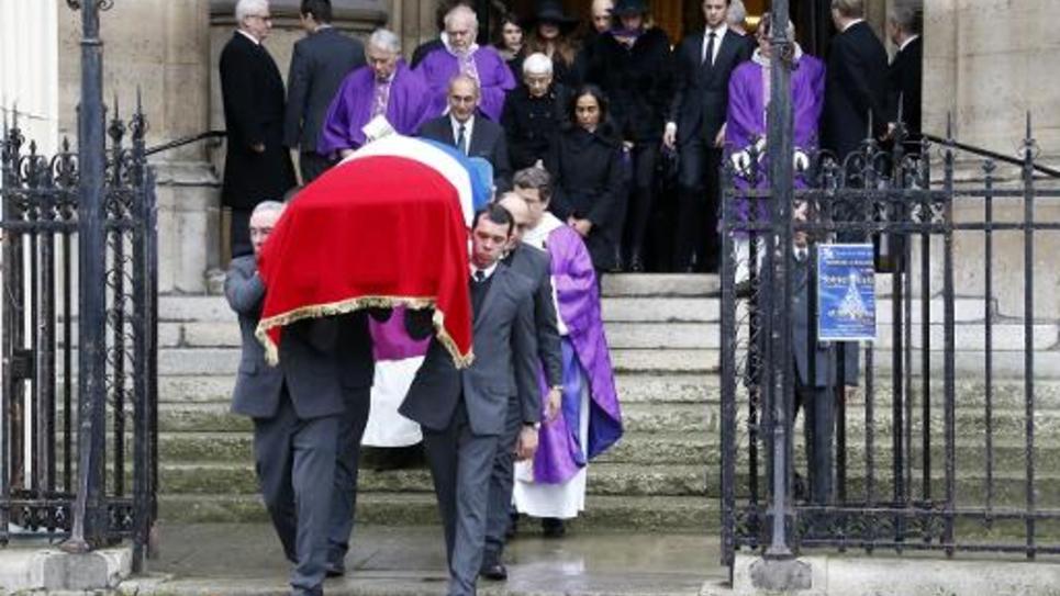 Le cercueil de Jacques Barrot quitte l'église Sainte Clothilde à Paris le 8 décembre 2014