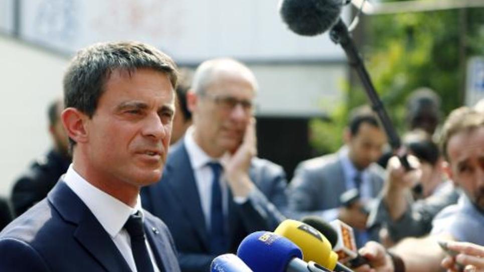 Le Premier ministre français Manuel Valls (g) le 30 mai 2015 à Trente, en Italie