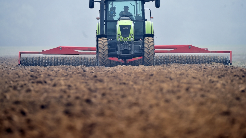 Améliorer les revenus des exploitants d'un côté, favoriser une agriculture de qualité, soucieuse de l'environnement de l'autre: les partis cherchent l'articulation entre ces deux axes en vue des élections européennes