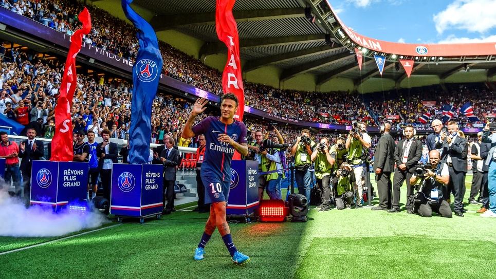 La recrue star du PSG, Neymar, lors de sa présentation au Parc des Princes, le 5 août 2017