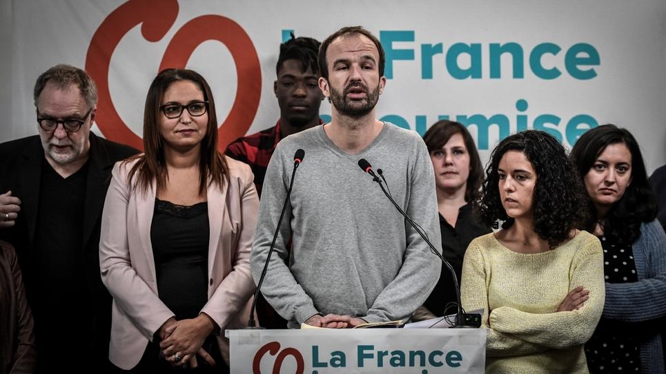 Manuel Bompard (C), numéro deux de la liste France insoumise aux européennes, lors d'un meeting le 14 janvier 2019 à Paris
