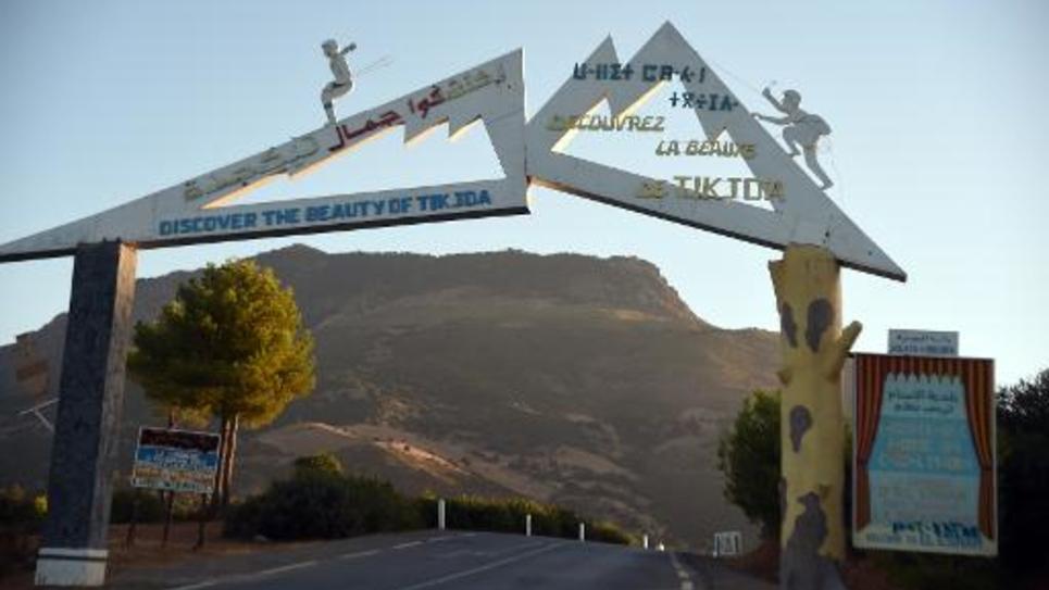 Pancarte sur la route menant au parc national de Djurdjura  à quelque 80 kms de Tizi Ouzou (est de l'Algérie), le 23 septembre 2013, zone où le Français Hervé Gourdel a été enlevé