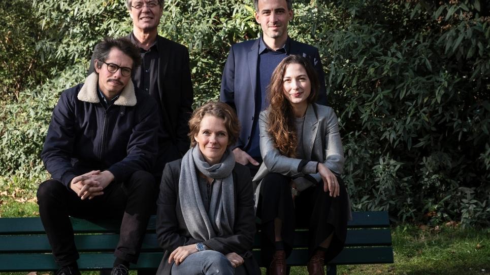 """(Depuis la gauche) L'économiste Thomas Porcher, le maire de Kingersheim Jo Spiegel, la militante écologiste Claire Nouvian, l'essayiste Raphaël Glucksmann et la spécialiste des questions technologiques Diana Filippova, membres du nouveau parti """"Place"""