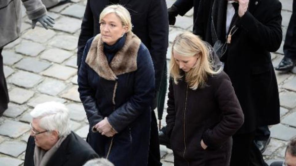 Marine Le Pen (g) et Marion Marechal-Le Pen (d) aux Invalides à Paris, le 3 février 2015