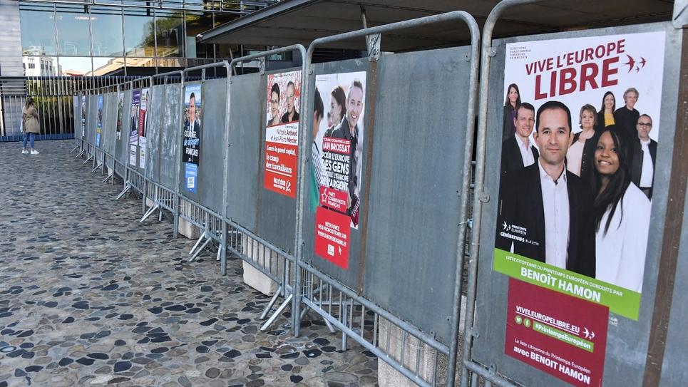Des affiches électorales pour les élections européennes dans une rue de Montpellier, le 15 mai 2019