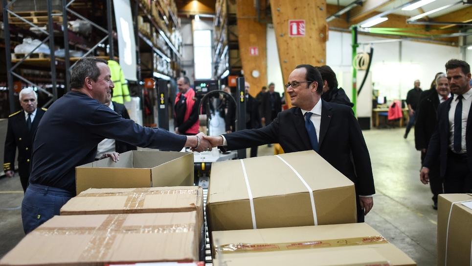 François Hollande visite une usine de textile à Gérardmer (Vosges), le 20 janvier 2017