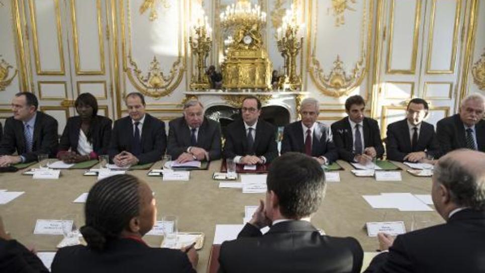 François Hollande lors d'une réunion de crise avec les membres du parlement et du sénat à l'Elysée le 8 janvier 2015