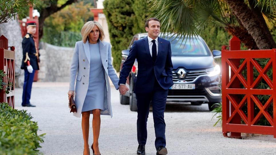 Emmanuel Macron et son épouse Brigitte arrivent à la villa Kérylos pour un dîner avec Xi Jinping et son épouse, à Beaulieu-sur-Mer dans les Alpes-Maritimes, le 24 mars 2019