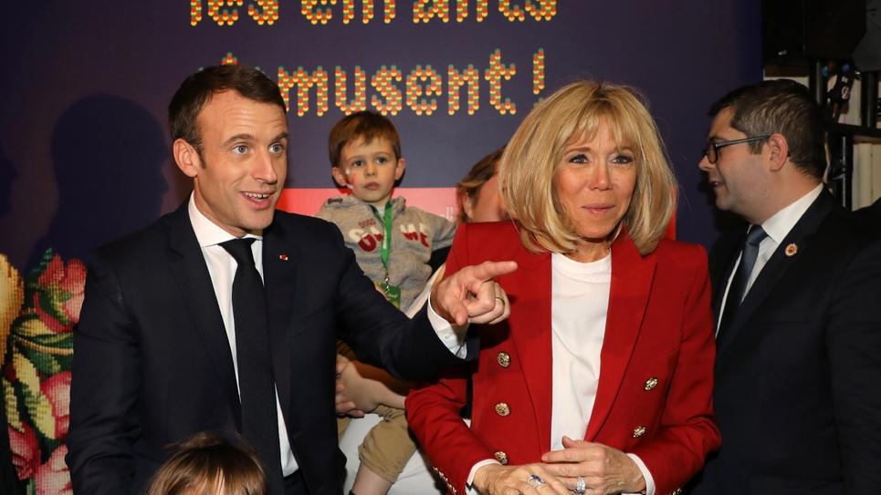 Emmanuel et Brigitte Macron, à Paris à la manufacture des Gobelins le 19 décembre 2018 pour célébrer le Noël des enfants du personnel de l'Elysée