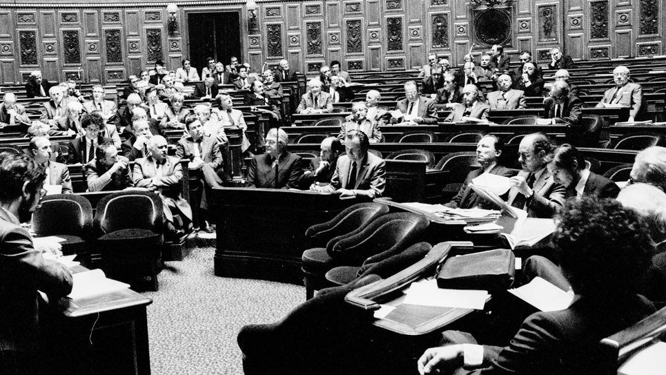 Les questions au gouvernement, au Sénat, le 29 avril 1982
