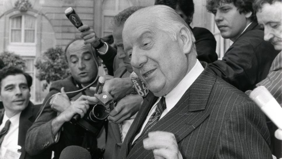 Visite d'Alain Poher à François Mitterrand au sujet de l'école libre, en juillet 1984