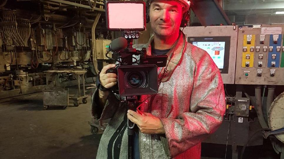 Eric Guéret dans l'usine d'Ascoval pendant le tournage de son film.