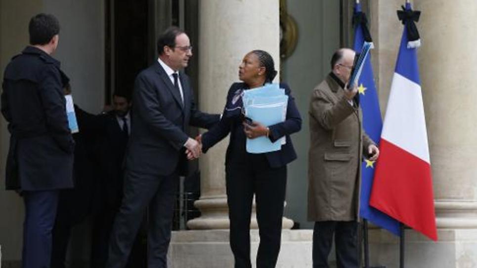La ministre de la Justice Christiane Taubira salue François Hollande sur le perron de l'Elysée, à Paris, le 10 janvier 2015