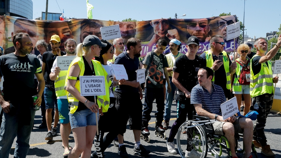 """Des """"gilets jaunes"""" blessés manifestent à Pairs le 2 juin 2019"""