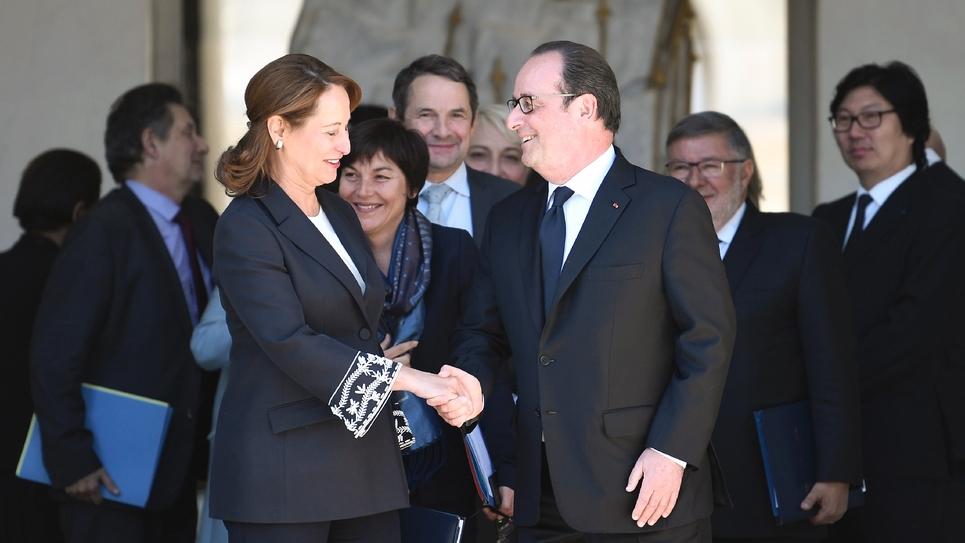 Ségolène Royal et François Hollande le 10 mai 2017 devant l'Elysée à Paris