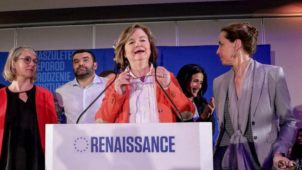 La tête de liste La République en marche (LREM) aux élections européennes, Nathalie Loiseau (c), le 26 mai 2019 à Paris