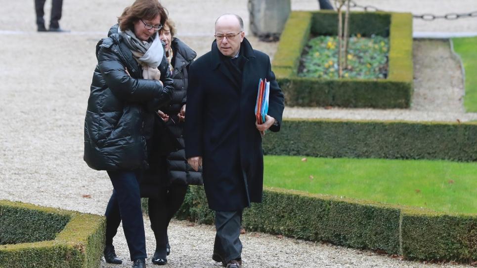 Le Premier ministre Bernard Cazeneuve arrive à l'Assemblée nationale, le 11 janvier 2017 à Paris
