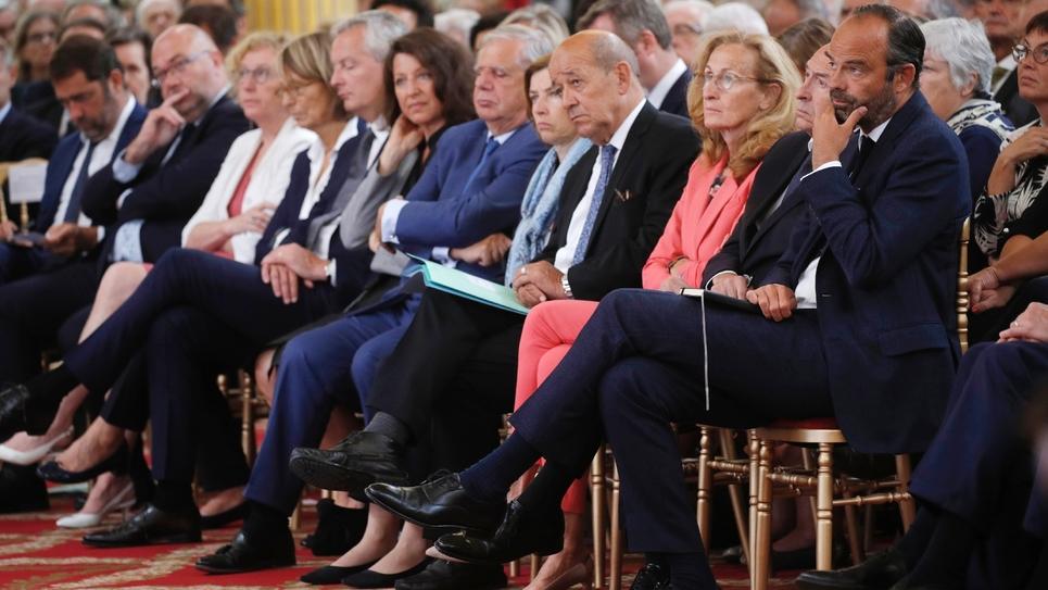 Les membres du gouvernement d'Edouard Philippe écoute le président français Emmanuel Macron lors de la conférence des ambassadeurs, à l'Elysée, le 27 août 2018