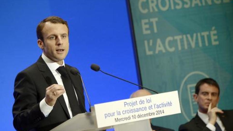 """Le ministre de l'Economie Emmanuel Macron lors d'une conférence de presse sur le projet de loi pour """"la croissance et l'activité"""", à l'Elysée le 10 décembre 2014"""