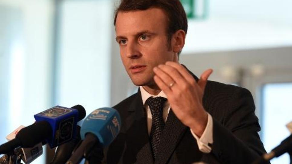 Le ministre de l'Economie Emmanuel Macron lors d'une conférence de presse à Oran, en Algérie, le 10 novembre 2014